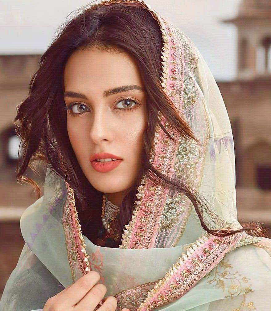 Shocking facts about Iqra Aziz that you didn't know - The Current