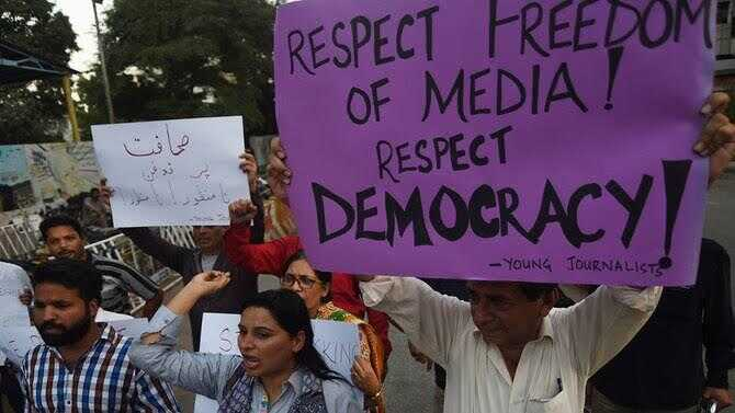 Journalists protesting in Pakistan for the freedom of expression and journalism
